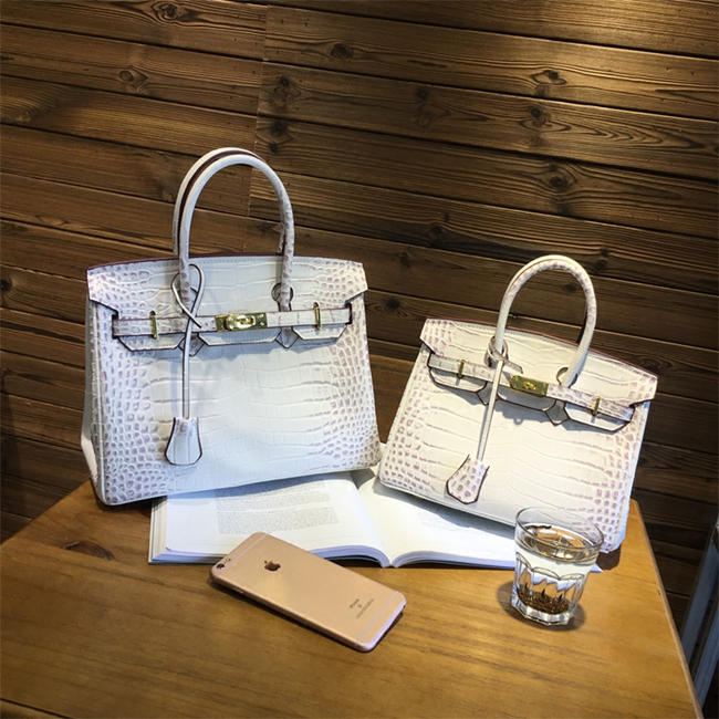 Crocodile Handbags for Traveler