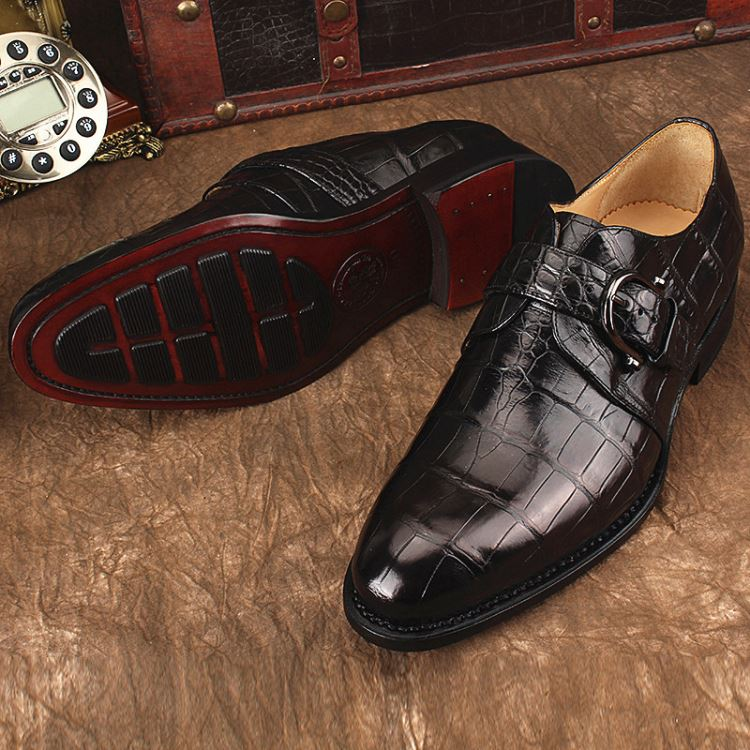 crocodile shoes is luxury accessories for men